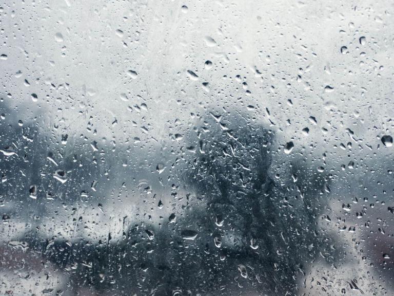 10 rozhodnutí, nad kterými se zamyslet, než začnete chytat dešťovou vodu