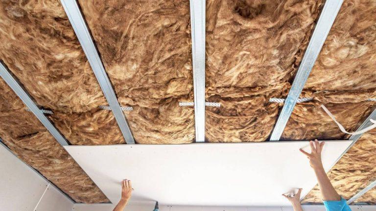 Řešíte stropy ze sádrokartonu? Přečtěte si důležité informace, než se do nich pustíte